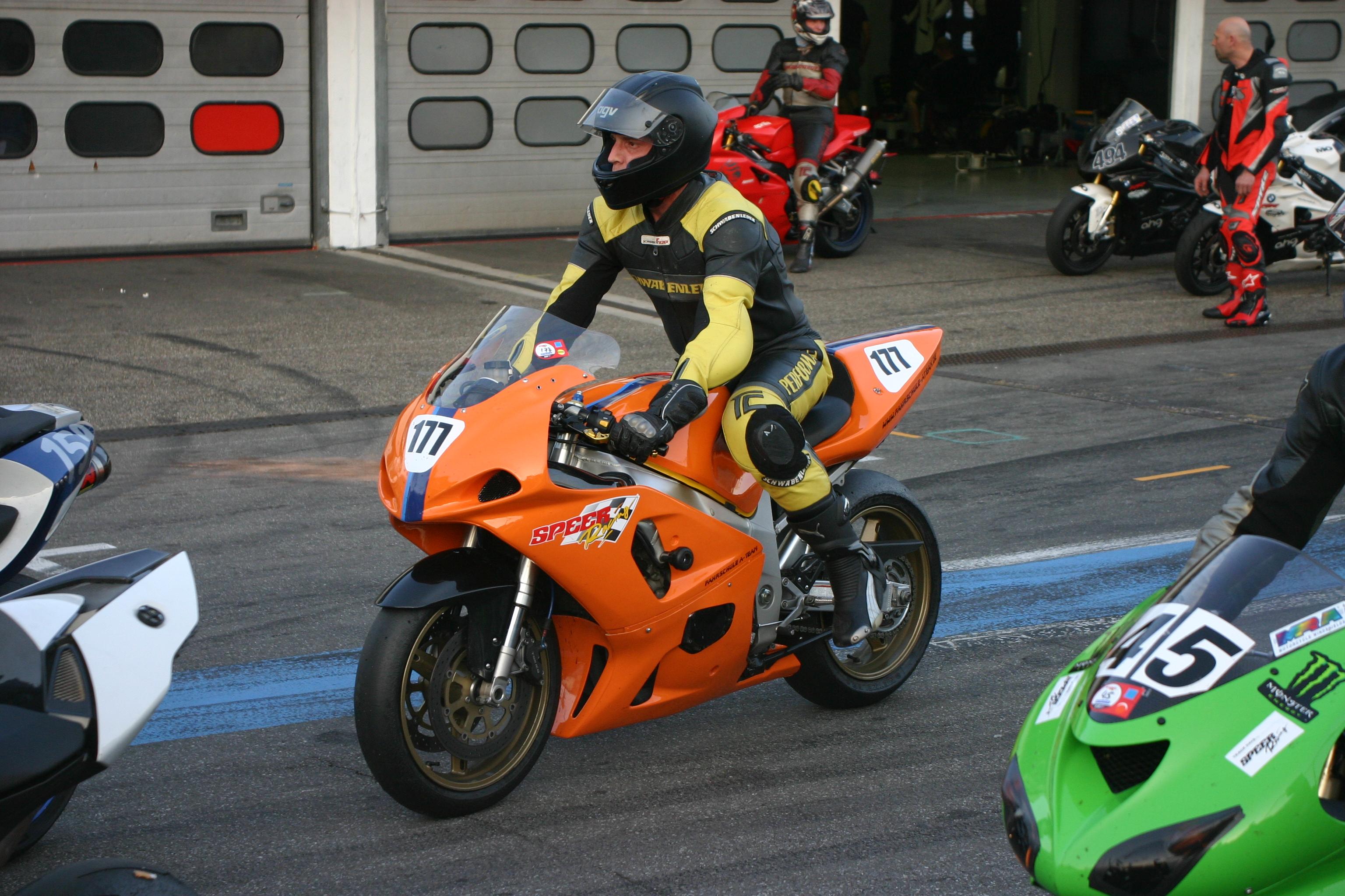 motorrad renne kringel