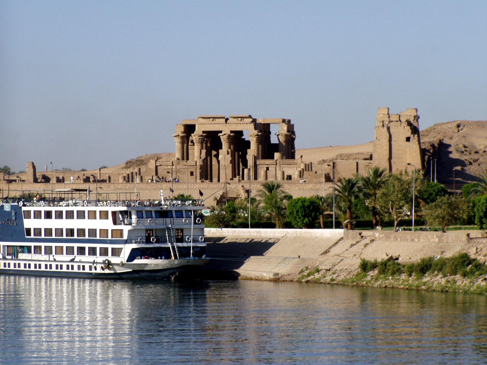 Lange Nilkreuzfahrt Kairo bis Aswan Kom Ombo Tempel  Aswan Ägypten