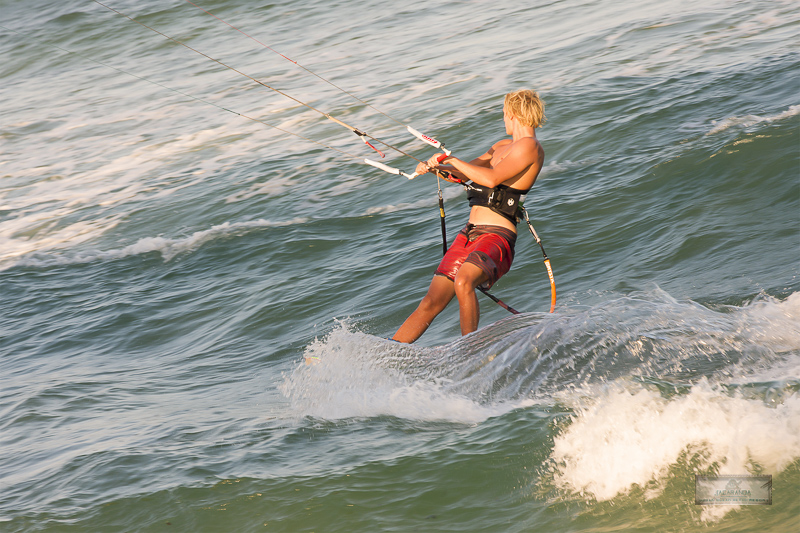 kite surfen at diani beach